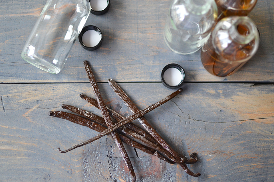Homemade Vanilla Extract Tutorial