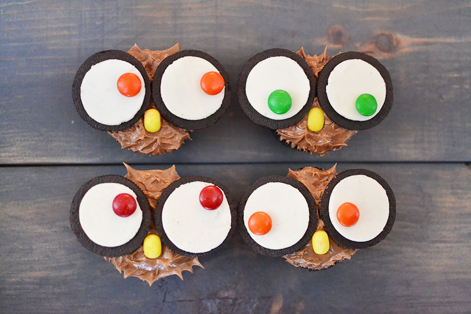 What A Hoot Owls: Oreo Cupcake Owls Tutorial
